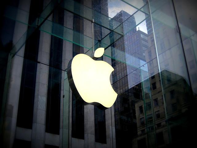 [Image: apple-store.jpg]